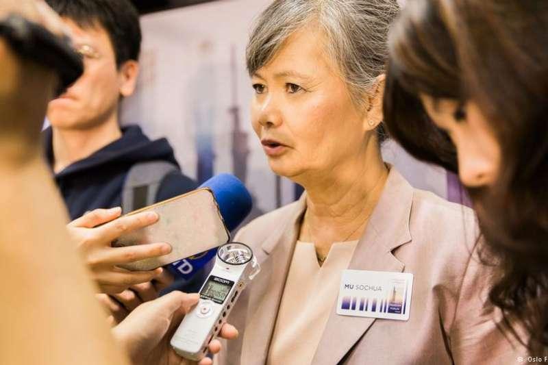 柬埔寨反對黨領袖莫淑華出席在台北舉行的奧斯陸自由論壇,並跟與會觀眾分享她在柬埔寨推動民主運動的經歷。(DW)