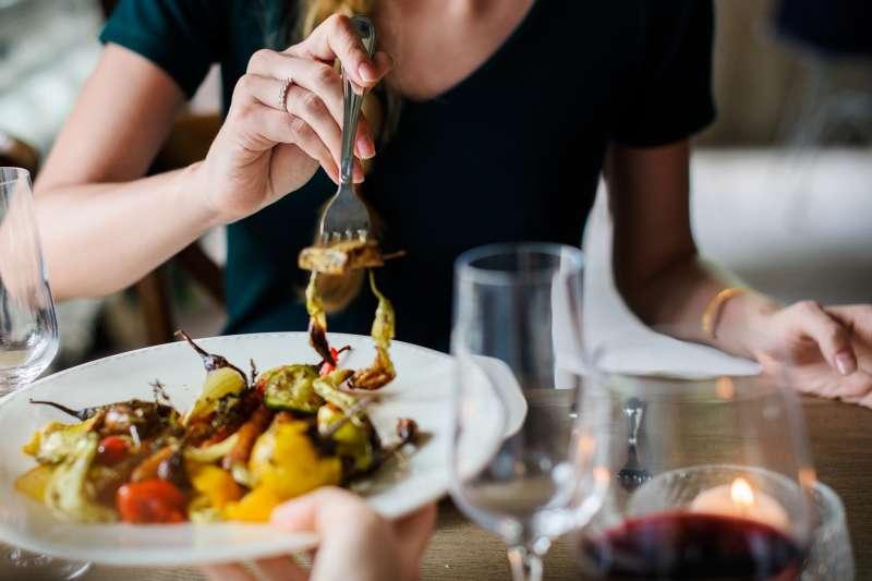 從第一次約會,就可以從飲食習慣看出對方是否能繼續交往。(圖/rawpixel@pixabay)
