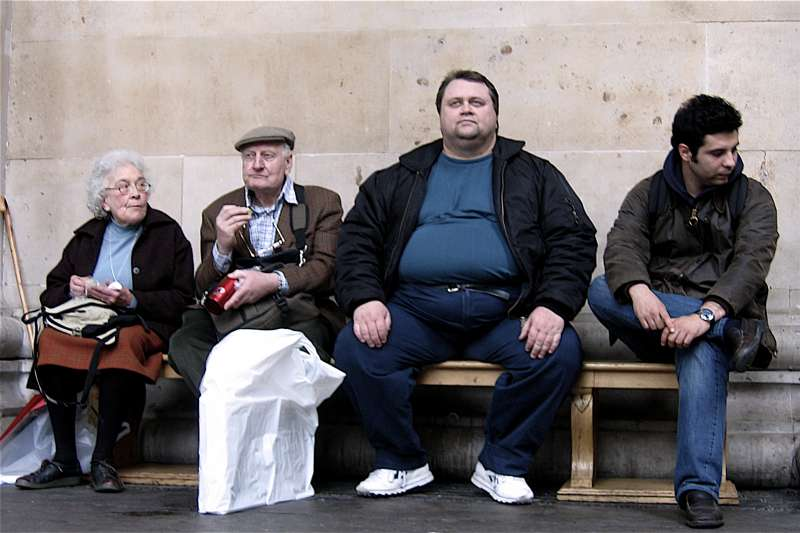 (圖非當事人)胖一點錯了嗎?英國男子聲稱因隔壁乘客噸位太大,害他受傷憤而將航空公司告上法庭。(CGP Grey@Flickr/ CC BY 2.0)