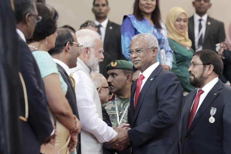 印度總理莫迪(左)出席馬爾地夫新總統索里的就職典禮(AP)