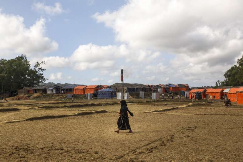 萊達(Leda)營區,遠方煙囪是孟加拉人的磚塊工廠。(Junhee Jang攝)