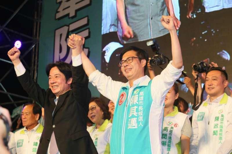 行政院長賴清德(左)晚間在岡山替陳其邁(右)站台。(新新聞柯承惠攝)