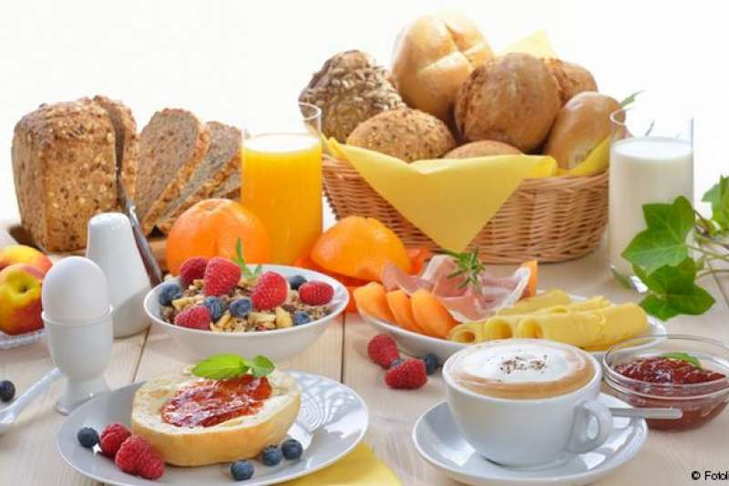 雖然不一定每天都吃這麼豐盛的早餐,但至少不能空腹去上班/上學。(圖/德國之聲)