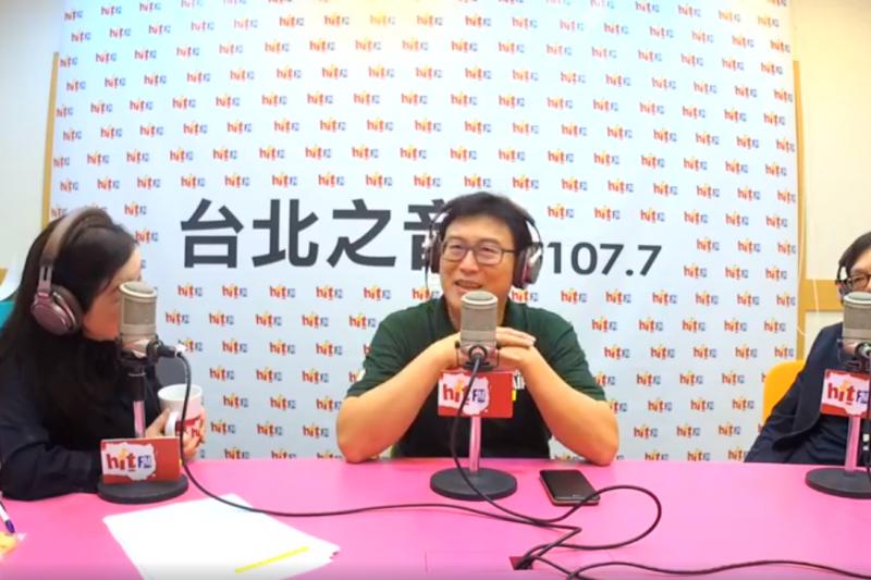 20181119-民進黨台北市長候選人姚文智(中)與海基會秘書長姚人多(右)一同出席資深媒體人周玉蔻(左)所主持的《蔻蔻早餐》節目專訪。(取自《蔻蔻早餐》節目直播截圖)