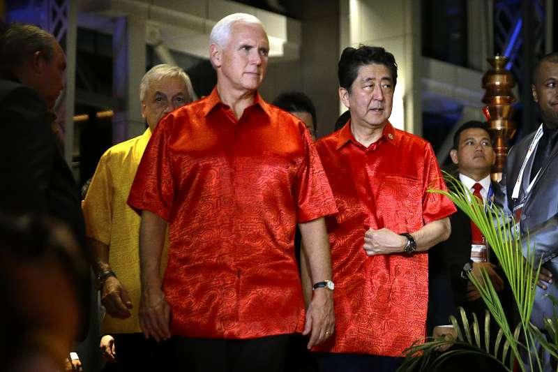 2018年11月,巴布亞紐幾內亞APEC峰會,日本首相安倍晉三與美國副總統彭斯(AP)