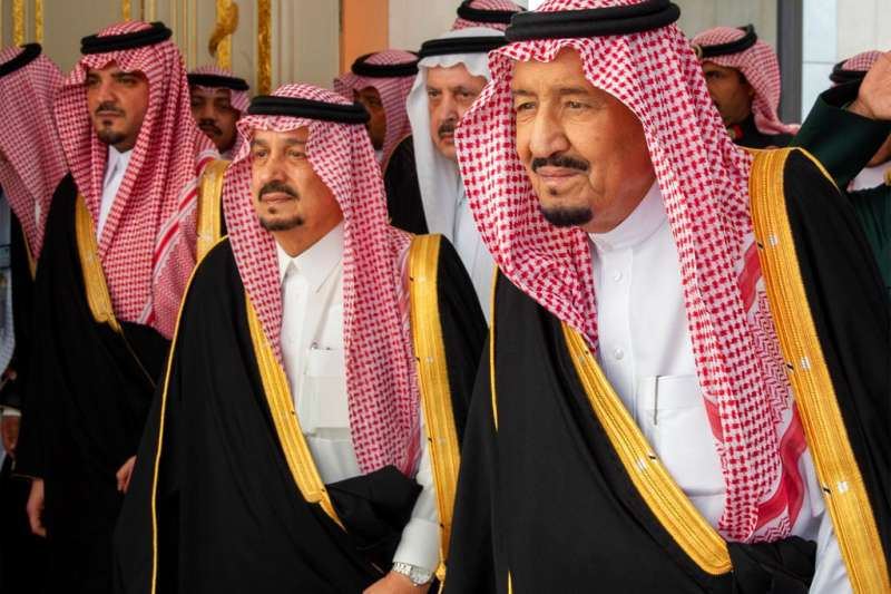 2018年11月19日,沙烏地阿拉伯國王薩勒曼(King Salman,右一)在哈紹吉案後首度發表演說。(AP)