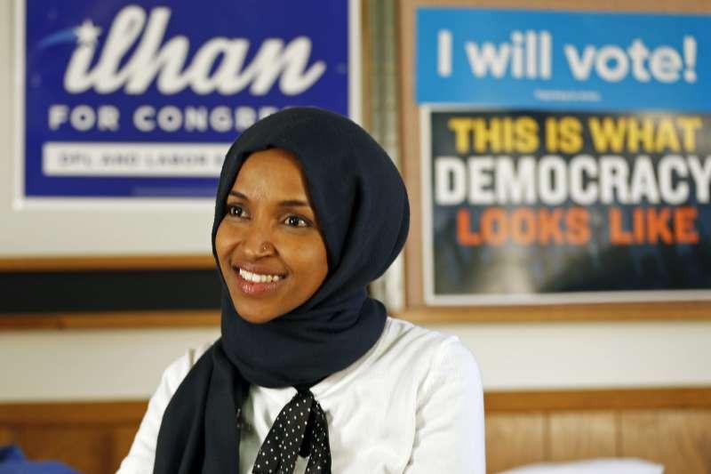 索馬利亞裔的歐瑪爾會是首位戴頭巾問政的美國聯邦眾議員(AP)