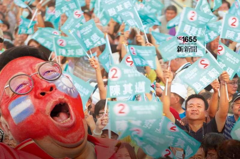 綠打政策牌,市政規畫隨手拈來;藍打溫情牌,觸動民眾渴望改變的心