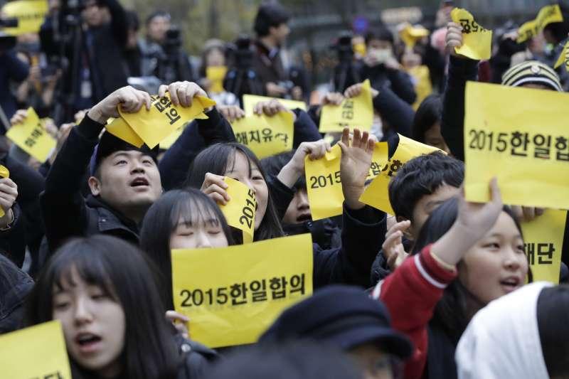 南韓慰安婦問題,經常引發民間大規模示威抗議(AP)