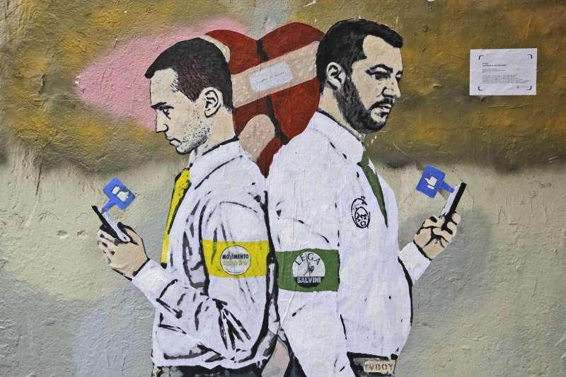 義大利米蘭街頭塗鴉,主角是該國兩大民粹領袖迪馬奧(Luigi Di Maio,左)與薩爾維尼(Matteo Salvini)(AP)