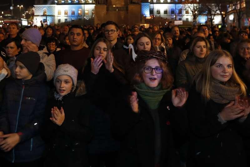 2018年11月,東歐的捷克共和國爆發大規模示威,民眾要求涉貪總理巴比什(Andrej Babiš)下台(AP)