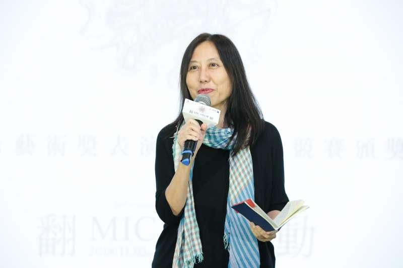評審主席鍾適芳肯定Pulima藝術獎的設立,以當代原住民藝術平台為宗旨,鼓勵更多創作者投入藝術創作。(圖/財團法人原住民族文化事業基金會)