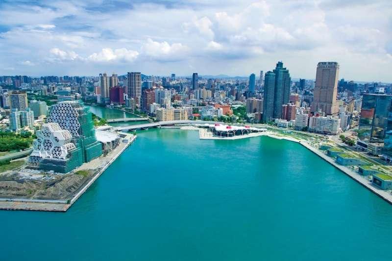 高雄市近年來陸續完成許多代表性建築,為經濟發展注入能量。(圖/高雄市工務局提供)