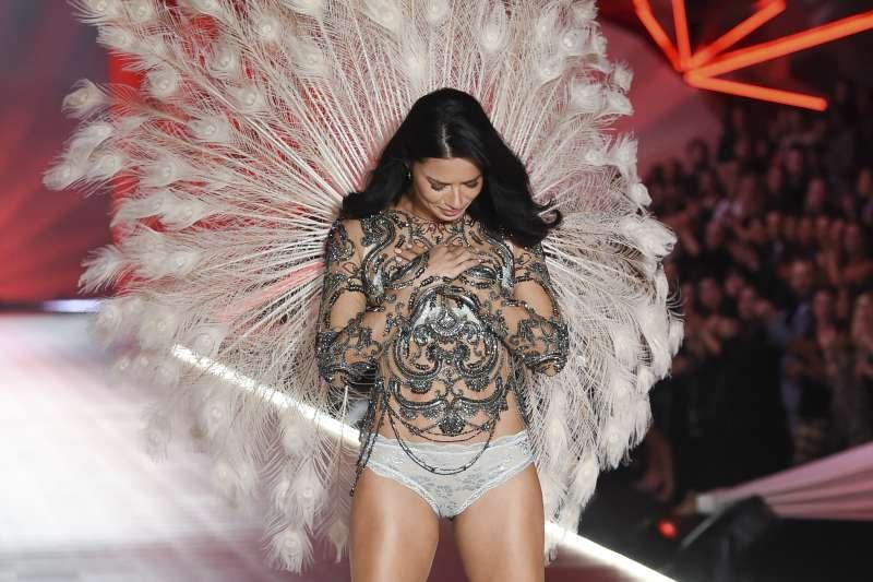 維多利亞的秘密天使所代表的形像,顧客已經不再青睞了嗎?(AP)