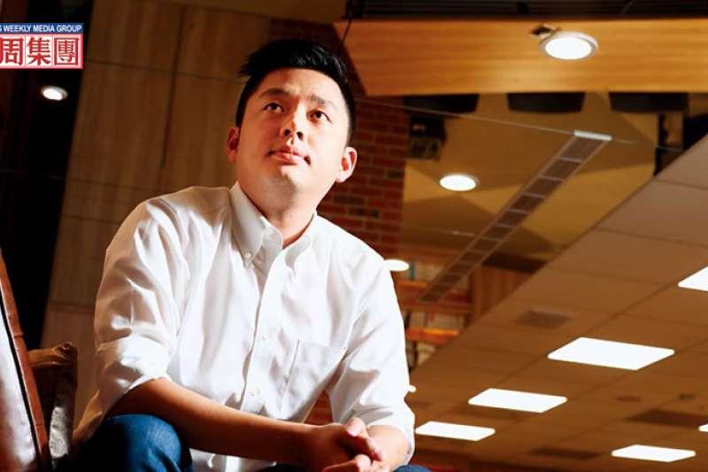 李俊毅坦言,霸道的父親讓他與生俱來就有一種「原則性叛逆」,不同意就說不。(圖/商業週刊提供)