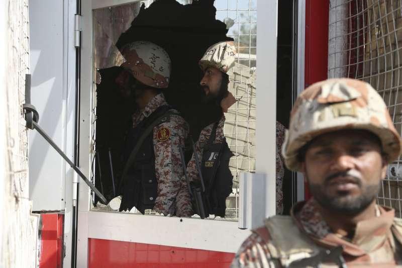 2018年11月23日,中國駐巴基斯坦喀拉蚩總領事館遭恐怖攻擊(AP)