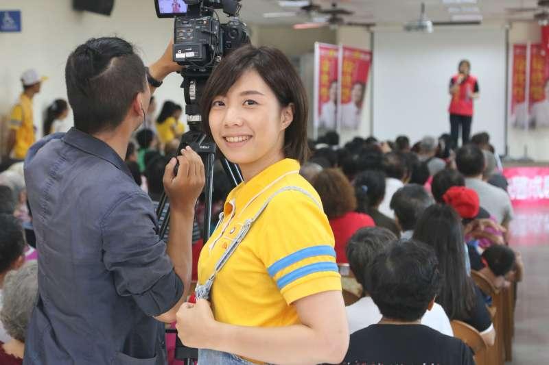 徐欣瑩辦公室的「學妹」李玫溫柔形象深受網友喜愛。(圖/徐欣瑩辦公室提供)