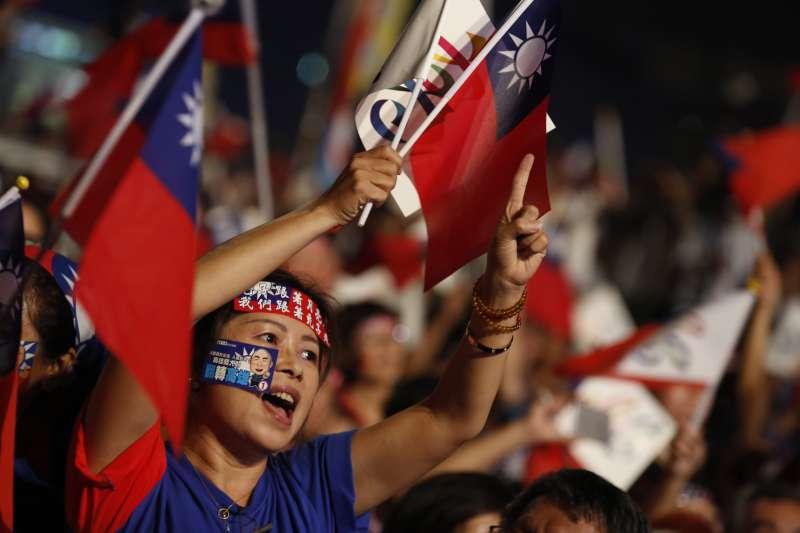 國民黨高雄市候選人韓國瑜選前之夜,不少民眾到場。(新新聞郭晉瑋攝)