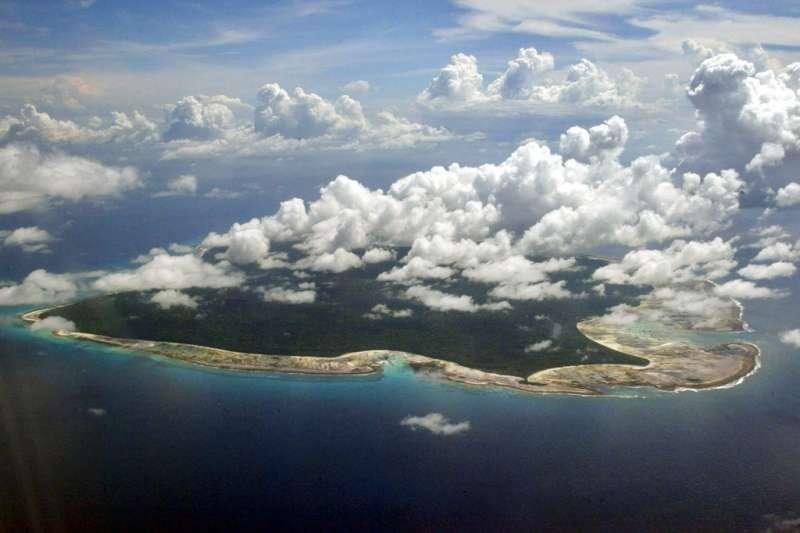 印度安達曼─尼科巴群島的北桑內提爾島(North Sentinel Island)是與世隔絕桑內提爾人的居住地。(AP)