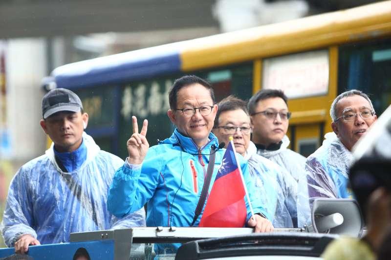 明天就是九合一選舉投票日,國民黨台北市長候選人丁守中23日上午前往內湖南港展開車隊掃街,繼續在最後一日尋求市民支持。(丁守中競選辦公室提供)
