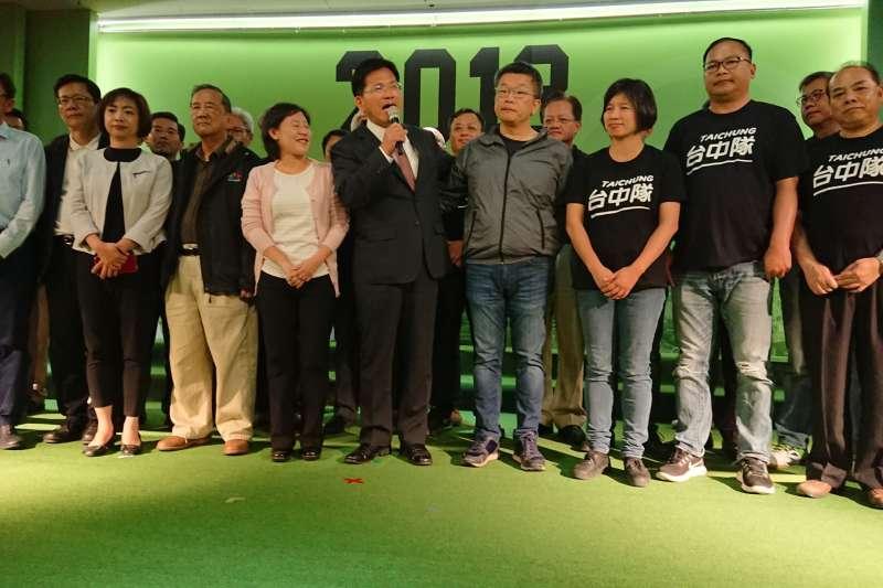 開記者會 20181124_民進黨台中市長候選人林佳龍(左五)晚間開記者會。(新新聞柯承惠攝)