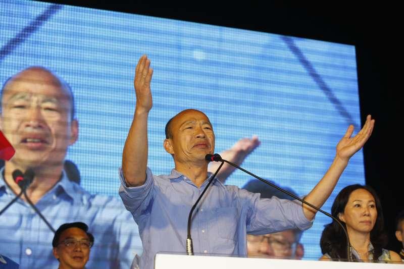 國民黨高雄市長候選人韓國瑜翻轉高雄,在勝選記者會上激動落淚,他說,感謝高雄市民願意給他機會,但他的內心無比沉重,因為高雄的未來不能再等,明天開始,他就會組建市府小內閣。(郭晉瑋攝)