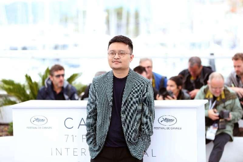 5月16日,在戛納國際電影節上,《地球最後的夜晚》導演畢贛亮相拍照式(新華社)