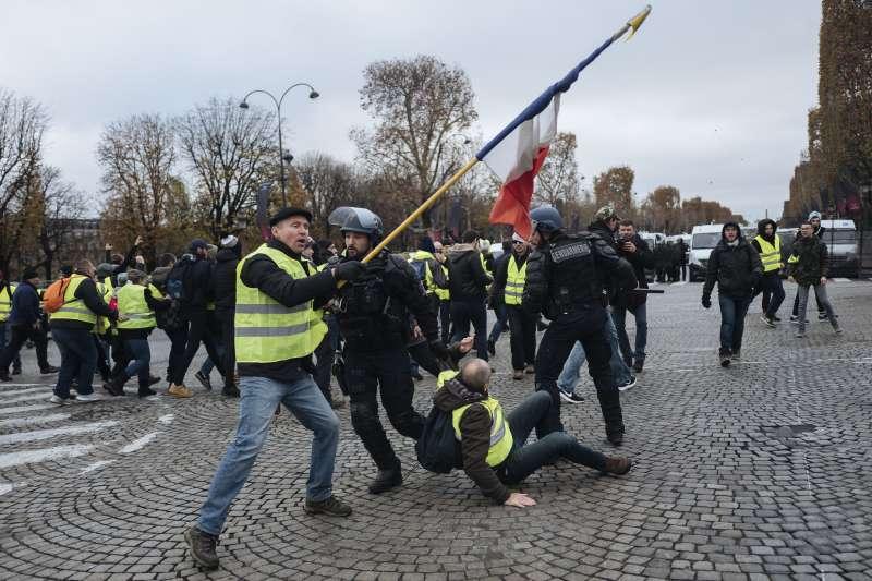 法國巴黎「黃背心」示威爆發警民衝突(AP)