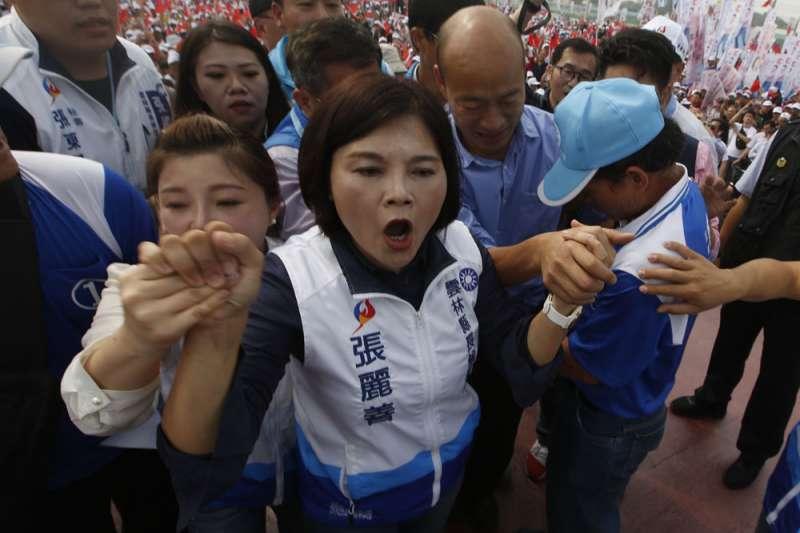 韓國瑜(右)成為張麗善(中)的一大助力,更逐漸整合雲林無黨籍議員。(郭晉瑋攝)