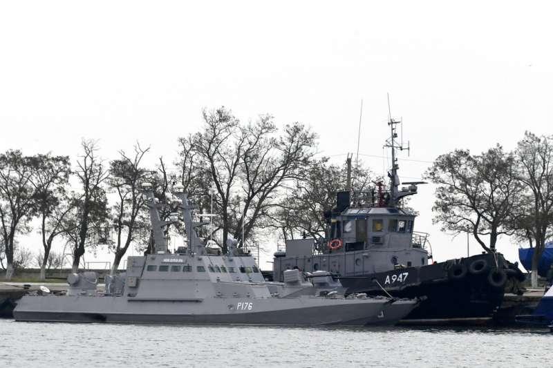 被俄羅斯扣留的烏克蘭海軍船艦。(美聯社)