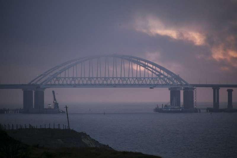 橫跨克赤海峽的克里米亞大橋。(美聯社)