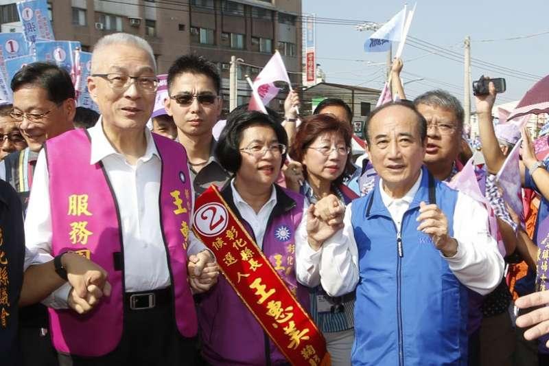 王金平(右)幫王惠美(中)擺平各派系成為勝選功臣。(郭晉瑋攝)