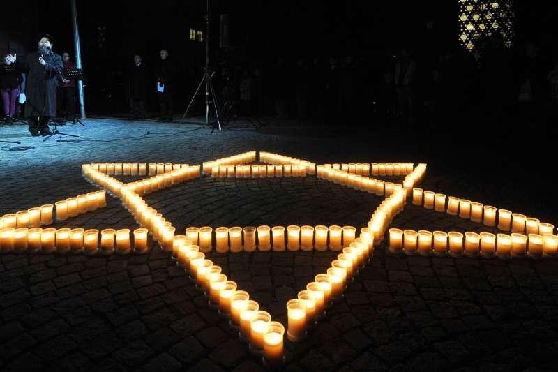 208年11月9日,德國柏林的「水晶之夜」80周年紀念。1938年11月9日納粹對德國猶太人展開全面迫害攻擊。(美聯社)