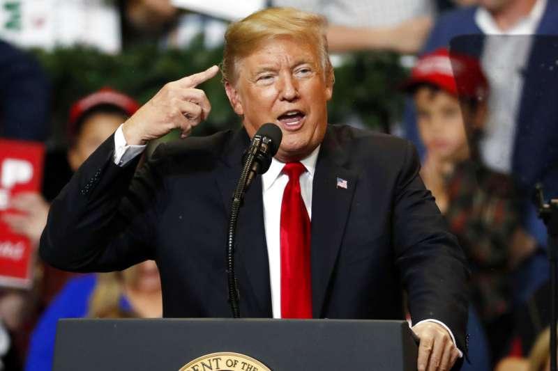 美國總統川普不相信氣候變遷,連政府公布的《國家氣候評估》報告都不相信。(AP)