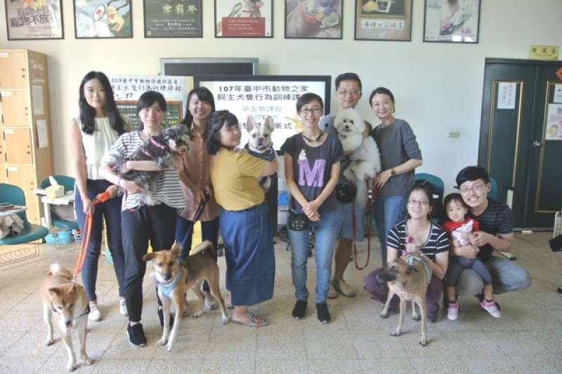 台中市動保處開辦「飼主犬隻行為訓練課程」,讓飼主更加了解寵物的行為及需求。(圖/台中市政府提供)