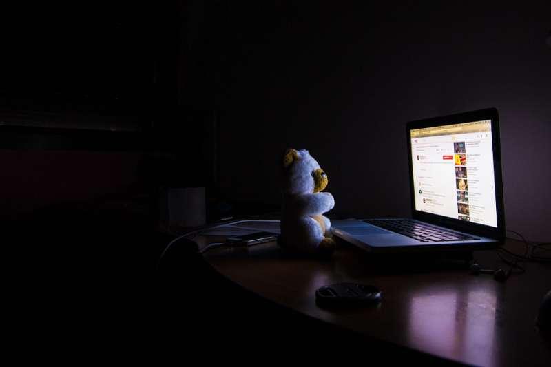 電腦不用的時候到底該不該關機?專家為不同使用習慣的人分別給出了建議…(圖/pixabay)