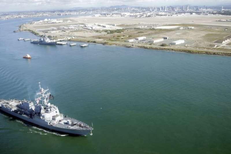 美國海軍「斯托克代爾」號飛彈驅逐艦離開加州的科羅納多海軍基地。(美聯社)