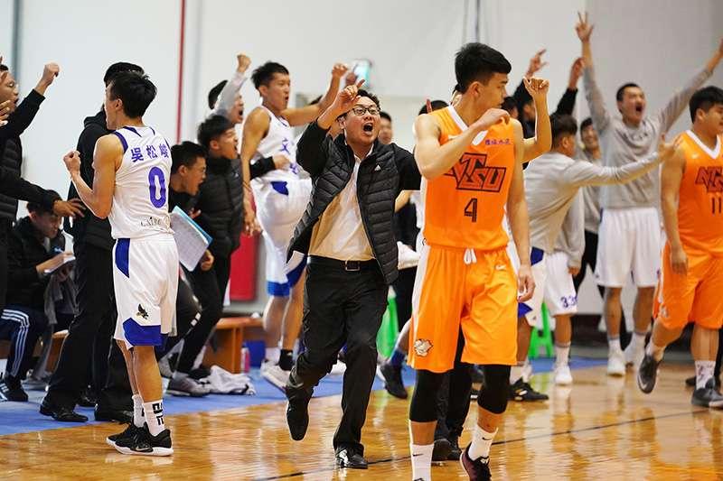 107學年度UBA大專籃球聯賽小爆冷門,文化大學在全隊發揮優異的情況下擊敗衛冕軍國立體大,5年來首度擊敗國體取勝。(大專體總提供)