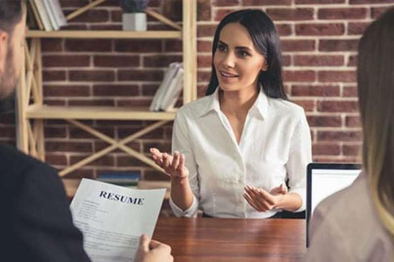 為了吸引雇主的注意,獲得面試邀請,你還需要有一個出色的求職信。(圖/EF English Live提供)