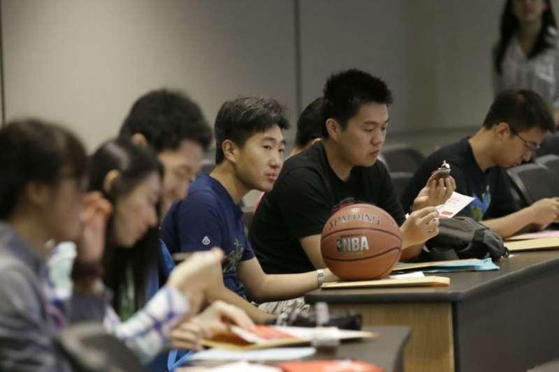 德克薩斯大學達拉斯分校的中國學生參加新生入學培訓。(美聯社)