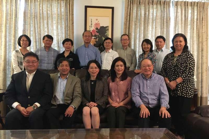 2018年5月,中國駐美大使館公使徐學淵拜會了華盛頓中國和平統一促進會、大華府兩岸時事論壇社、維州華商會、大華盛頓華商聯合會等社團。(取自中國駐美大使館官網)