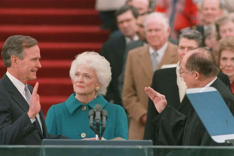1989年,美國前總統老布希(George H. W. Bush)宣誓就任美國第41位總統。(AP)