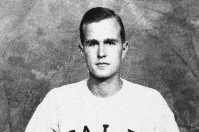 老布希年輕時曾是耶魯大學棒球校隊隊長(AP)