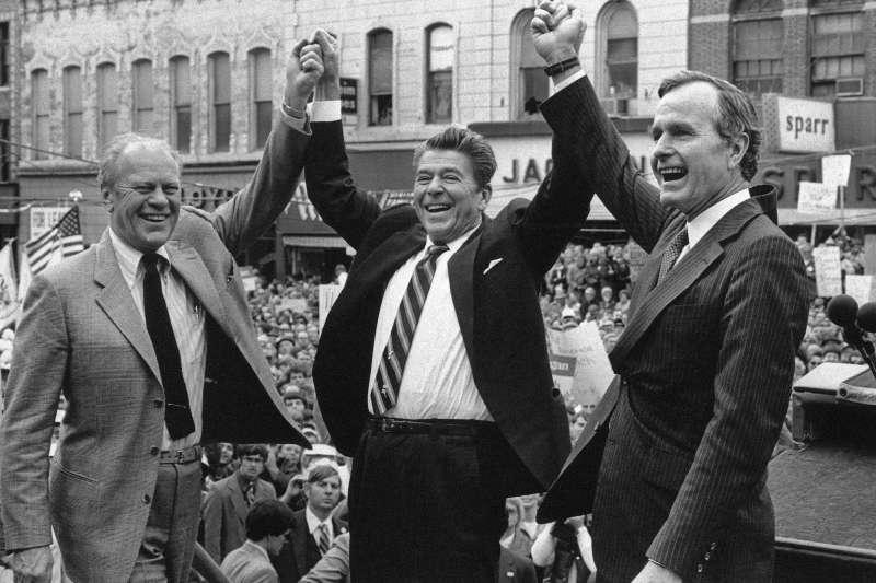 1980年,共和黨三巨頭:美國前總統福特、總統候選人雷根、副總統候選人老布希。其中雷根對台灣提出六項保證,繼任的老布希則對台軍售F-16,形成我國近幾十年最重要的空中戰力。(AP)