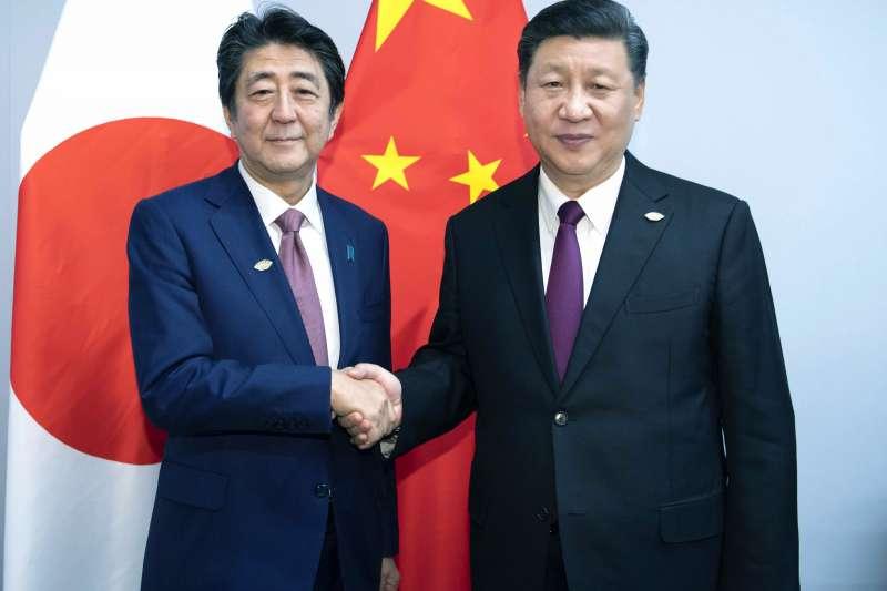未來在中日間歷史情結未獲實際解決下,兩國要如何面對可能帶來的摩擦,甚至升溫的軍事衝突?(AP)