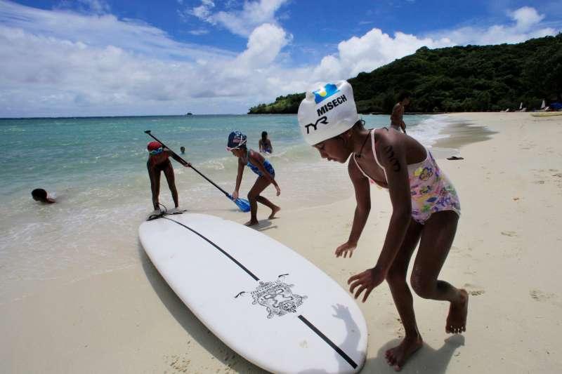 外交部表示,自12月1日起,台灣與帛琉相互給予對方入境免簽待遇,2國國民於彼此國家內旅行時,可享免簽證停留90天。(AP)