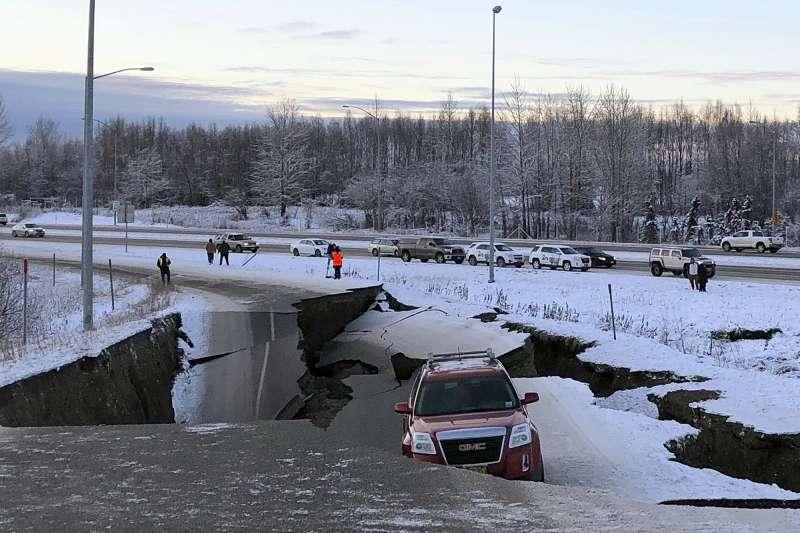 2018年11月30日,美國阿拉斯加州發生芮氏規模7.0的大地震(AP)
