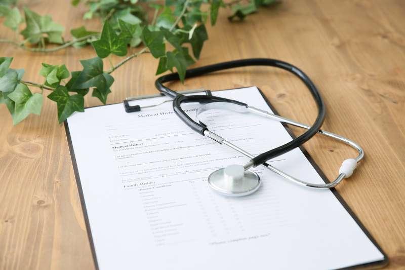 目前政府所推出的「健康存摺」,若病患要申請醫療病歷,可能要等2-3天,且只有健保項目的資料能提供個人查詢(圖 / photoAC)