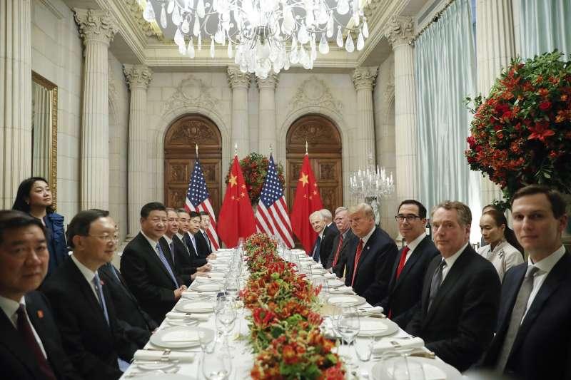 白宮的聲明指出,雙方將在未來90天內談判,解決像強迫技術移轉等部分;但中國外長王毅與官媒均未提及90天期限一事。圖為阿根廷G20峰會。(資料照,AP)