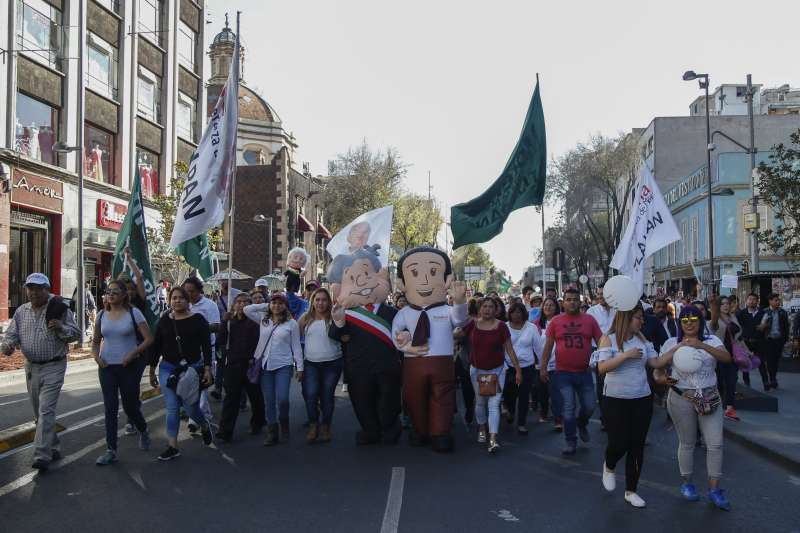 20181202-墨西哥新科總統羅培茲.歐布拉多爾1日宣誓就職,支持者在街上遊行上慶祝。(AP)